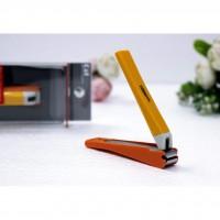 Bấm móng tay thân nhựa KAI (màu cam, cỡ trung)