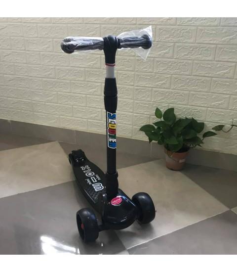 Siêu xe Scootet Baby Fast cho bé - màu đen